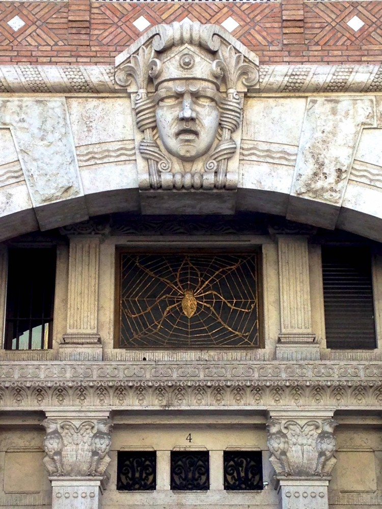 Art Nouveau eller Liberty vid Piazza Mincio av arkitekt Gino Coppede ca 1920, foto arcobello 2014