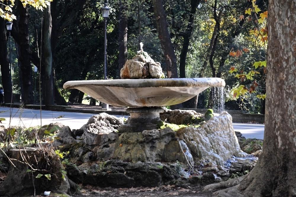 Återbruk av antik skål, fontän vid Piazzale del Fiocco i Villa Borghese vid Viale Conte Folke Bernadotte, foto Bjur arkitekter 2013