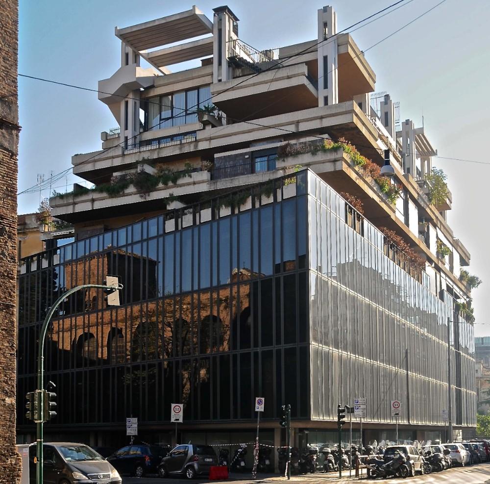 Edifizio polifunzionale, med butiker, kontor och bostäder, arkitekter Studio Passarelli 1965, foto Bjur arkitekter 2013