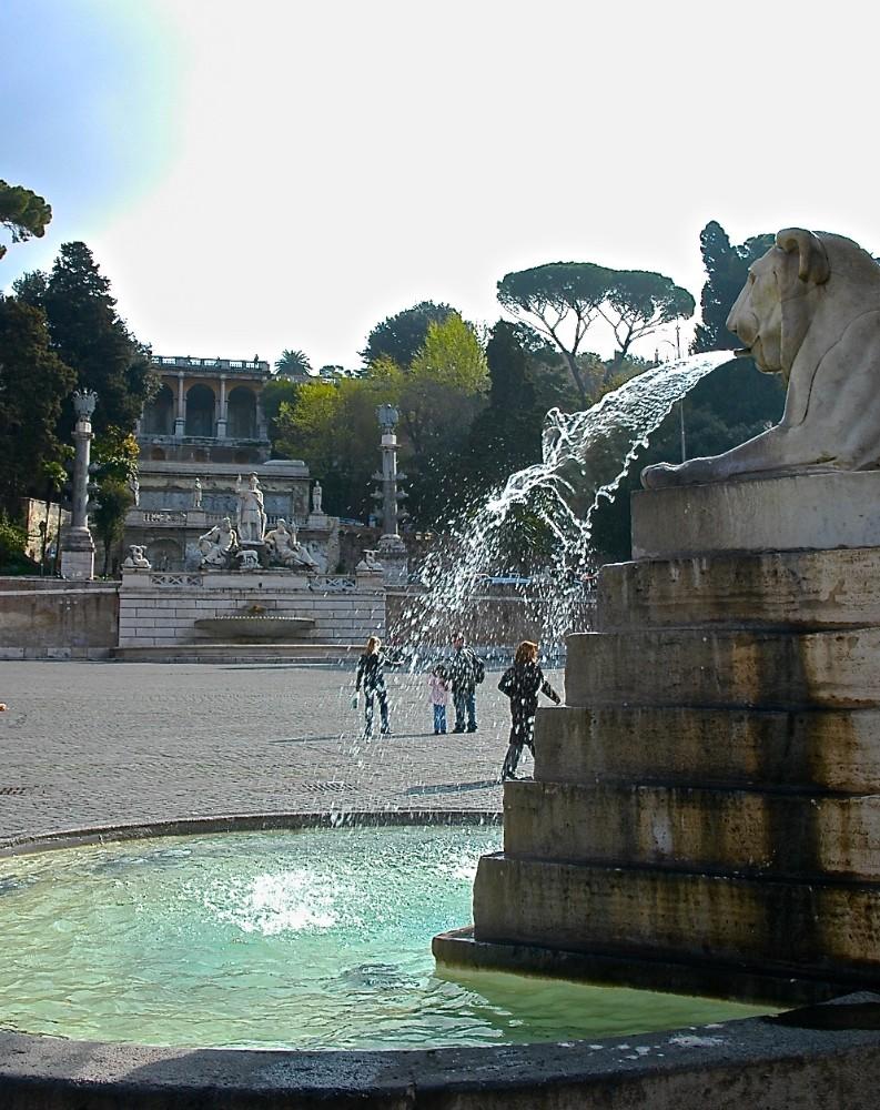 Lejonfontän på Piazza del Popolo med arkitekt Giuseppe Valadiers fonduppbyggnad från tidigt 1800-tal mot Pincio, foto Bjur arkitekter 2012