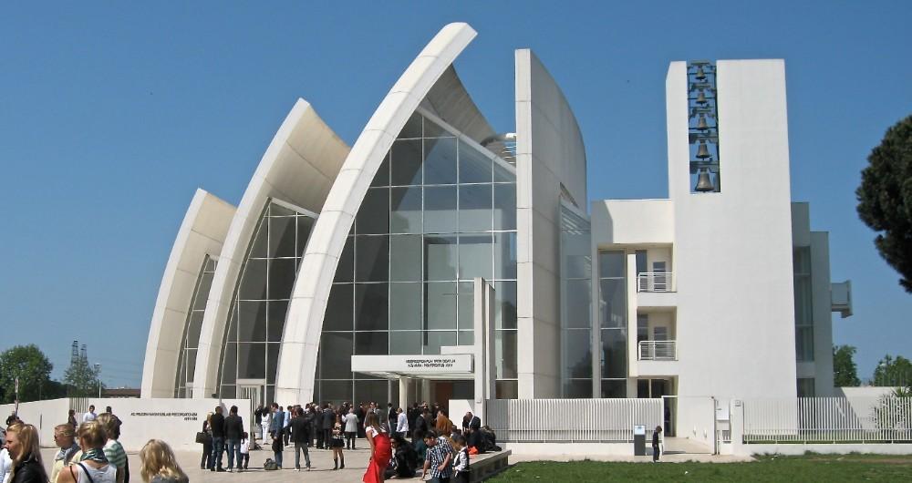 Millenniekyrkan Dio Padre Misericordioso i området Tor Tre Teste, arkitekt Richard Meier 2003, foto Bjur arkitekter 2009